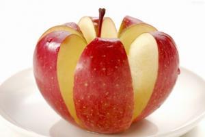 老人预防癌症远离三高 多吃苹果有七大绝妙好处