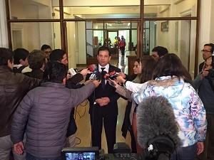 图片:财政部副部长亚历杭德罗・米可(Micco)宣布海关罢工结束