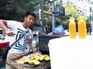 街头鲜榨橙汁 柑橘销售新出路?